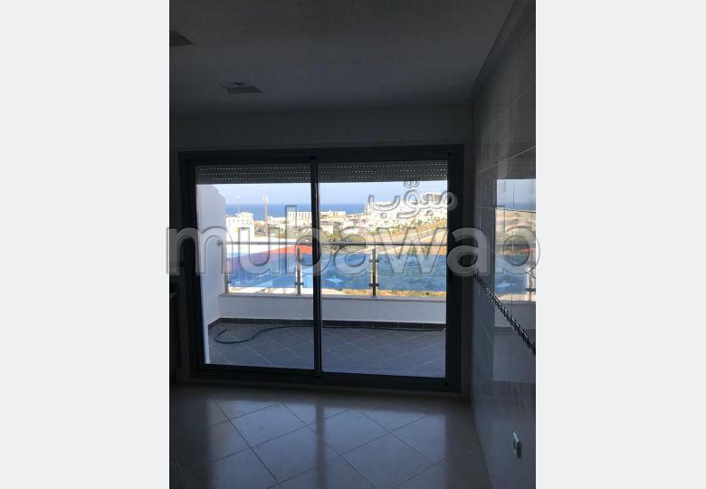شقة رائعة للبيع بطنجة. 3 غرف رائعة. مكان وقوف السيارات وشرفة.