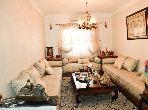 شقة جميلة للبيع بمراكش. 2 غرف ممتازة. خدمات الكونسياج ، و تكييف الهواء.