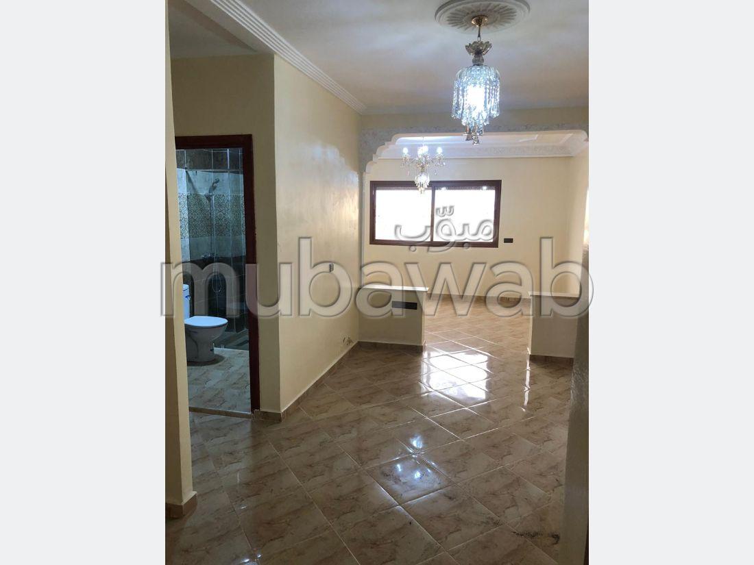 Casa en venta. 3 habitaciones grandes. Bodega, gran terraza.