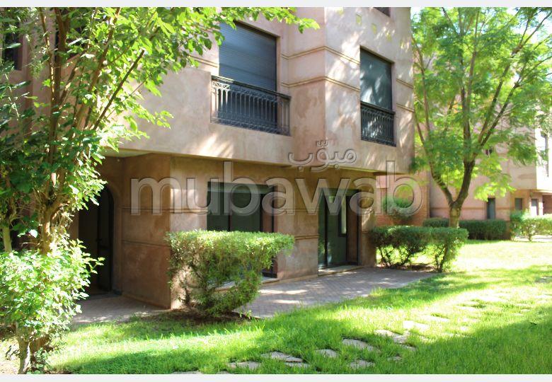 شقة رائعة للايجار بمراكش. 3 غرف ممتازة. تتوفر الإقامة على خدمة الكونسياج ونظام تكييف الهواء.