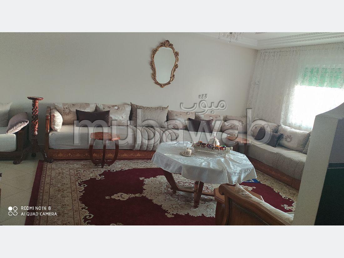 Bonito piso en venta. Pequeña superficie 140 m². Ascensor y estacionamiento.