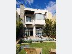 Magnífica villa en venta. 3 Hermosas habitaciones. Chimenea operativa, propiedad con piscina.