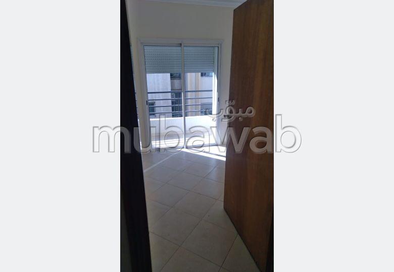بيع شقة بفاس. المساحة الإجمالية 138 م². مكان وقوف السيارات وشرفة.