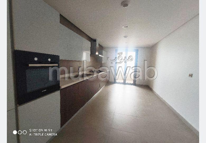 Très bel appartement en location à Casablanca. Surface de 160.0 m². Ascenseur et stationnement
