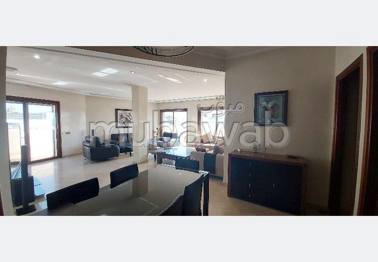 شقة للكراء بالدارالبيضاء. المساحة الإجمالية 200.0 م². مفروشة.