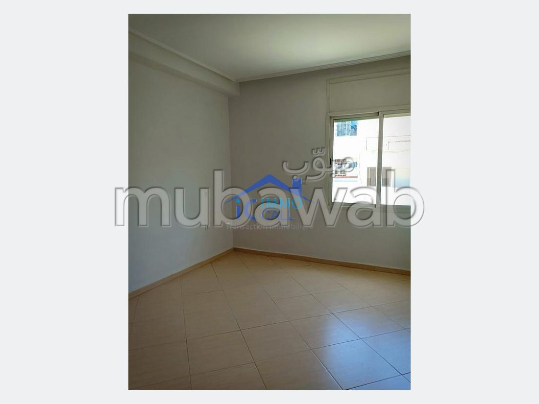 Offices for rent. Area of 120 m². No Lift, Balcony.