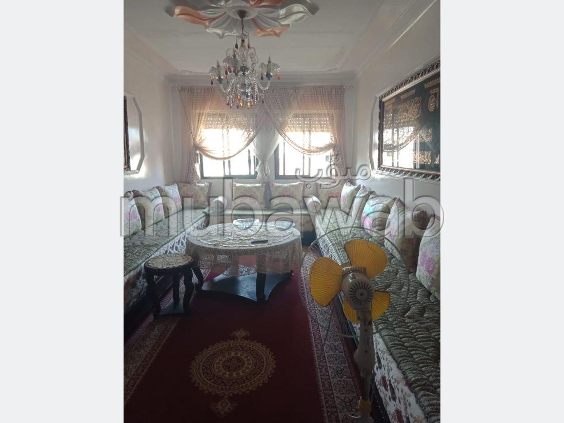 شقة رائعة للبيع ب المجد. 4 قطع مريحة. بواب ومكيف الهواء.