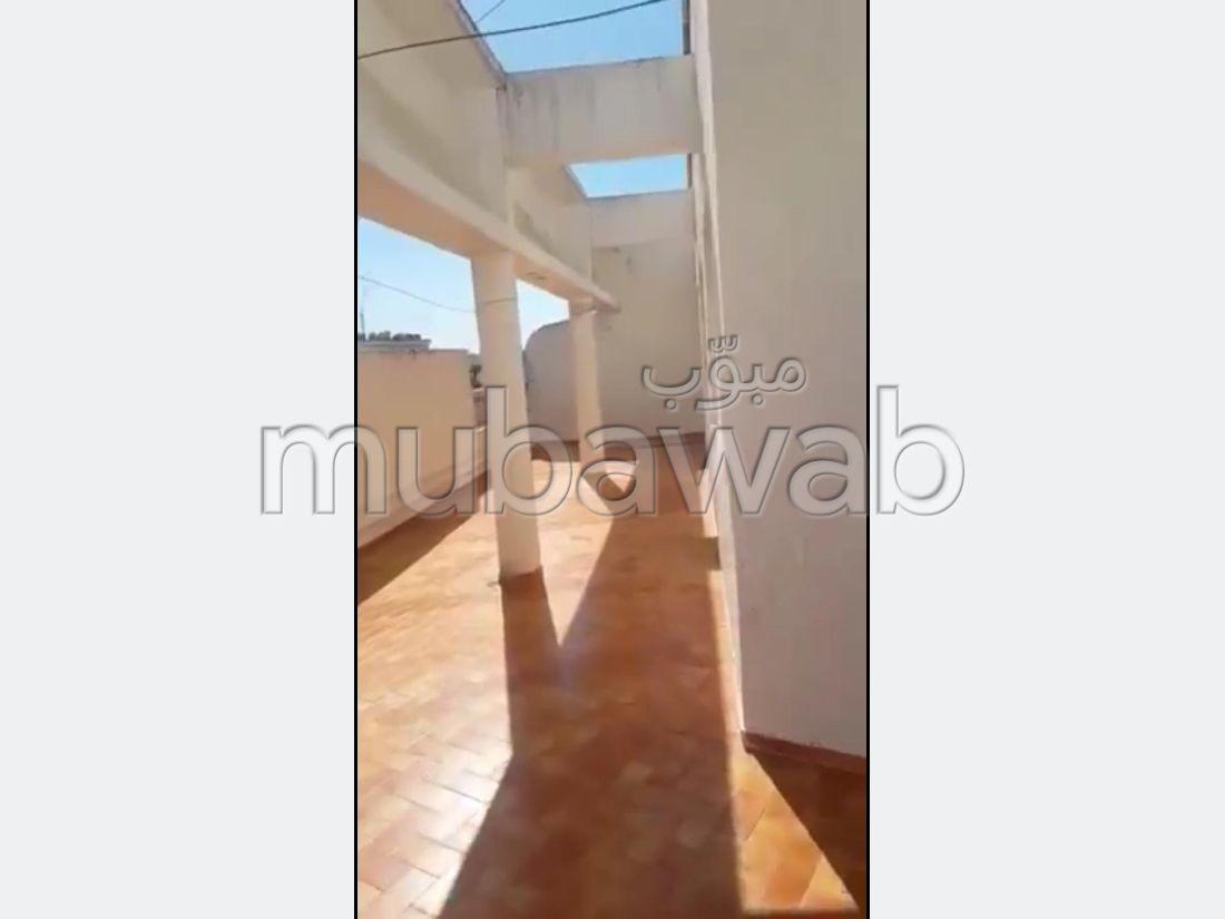 Magnífico piso en venta. 4 habitaciones. Terraza y ascensor.