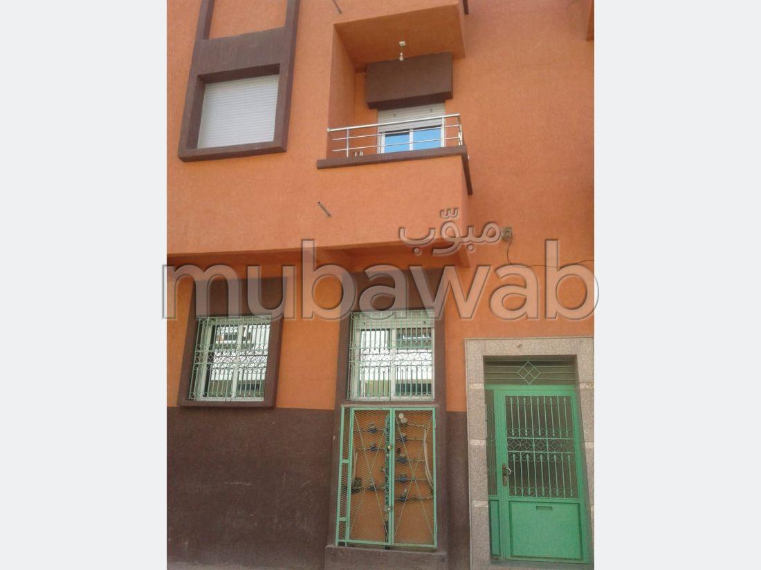 شقة للشراء بالقنيطرة. المساحة الإجمالية 52 م². إقامة مراقبة 24/24.