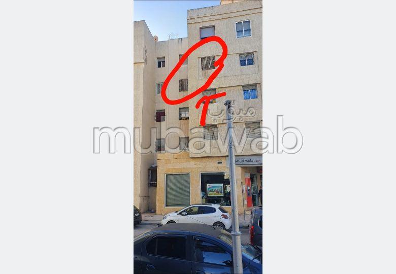 Superbe appartement à vendre à Tanger. 2 chambres agréables. Antenne parabolique et sécurité.