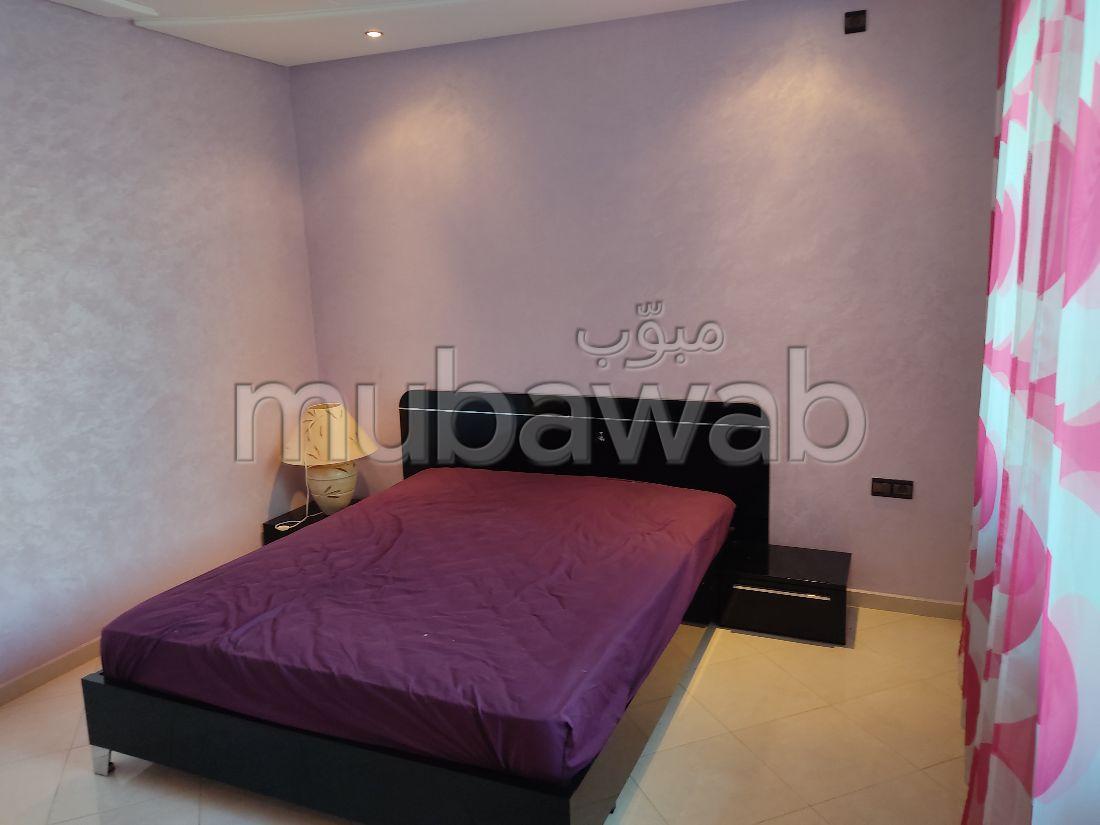 Beautiful apartment for sale. Dimension 224 m². Basement.