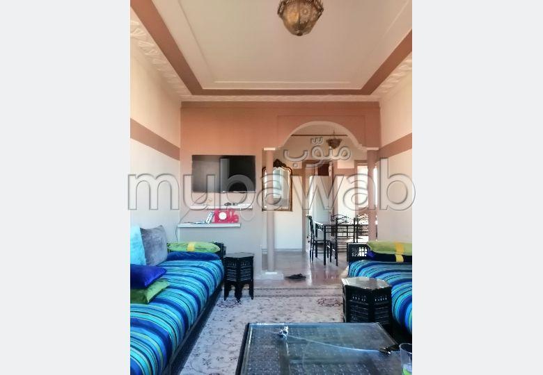 شقة رائعة للإيجار بمراكش. 2 غرف جميلة. باب متين وصحن هوائي.