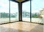 شقة رائعة للبيع ببوسكورة. المساحة الكلية 163.0 م². مع المرآب والمصعد.