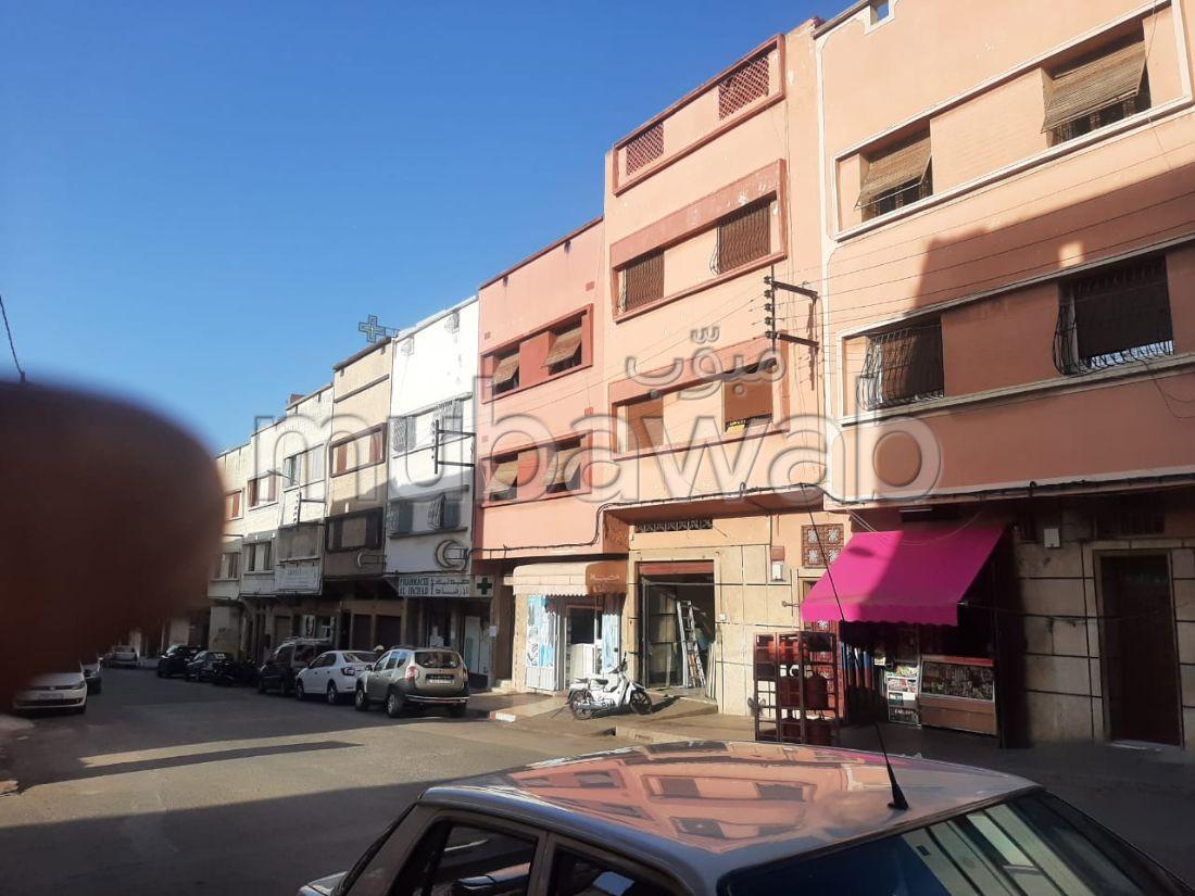 Maison de haut standing à vendre à Casablanca. 2 chambres agréables. Belle terrasse