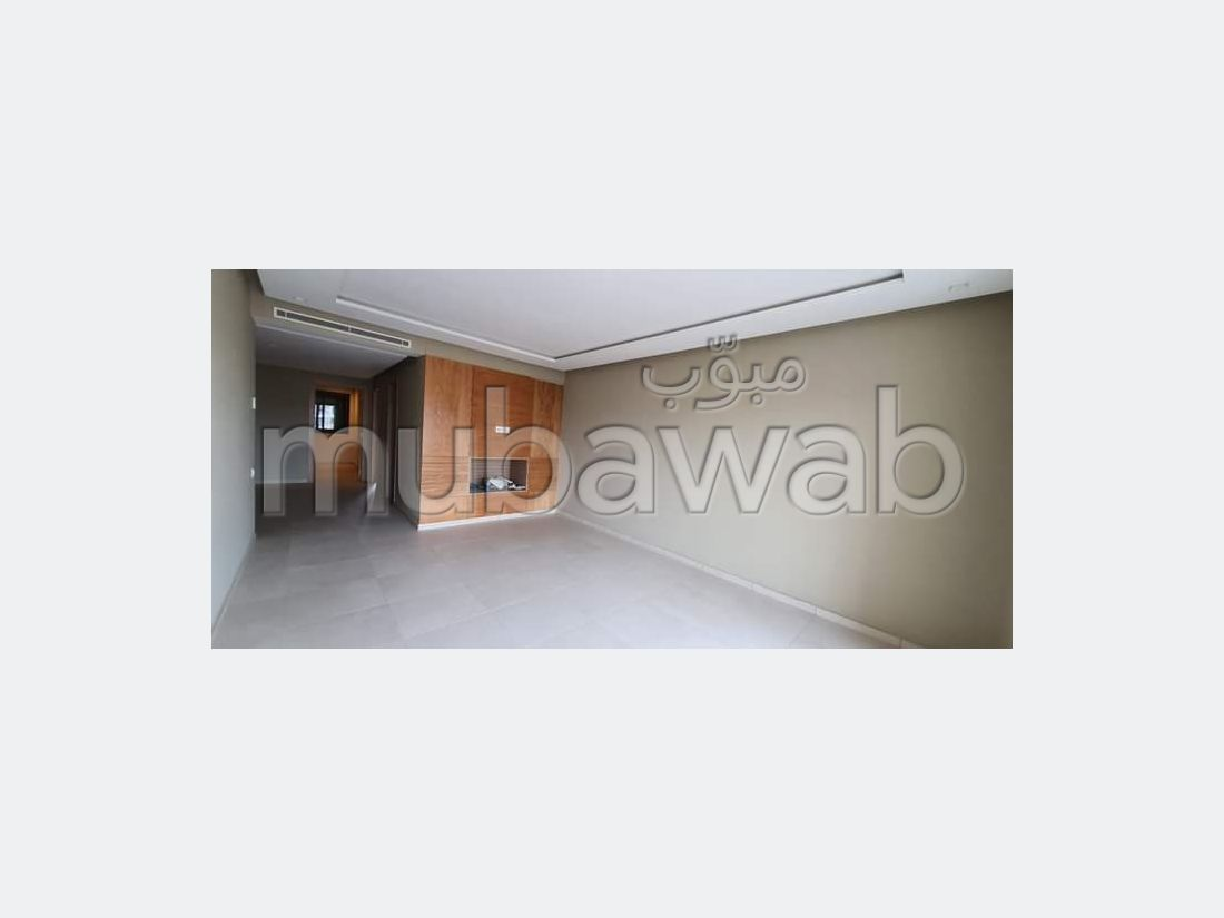 Apartment to purchase. 2 Master bedroom. Secured door, Enclosed residence.