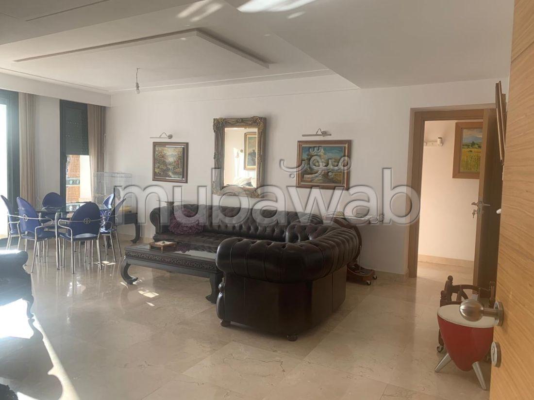 شقة جميلة للبيع ببوسكورة. المساحة الكلية 186.0 م². صالون مغربي نموذجي ، إقامة آمنة.