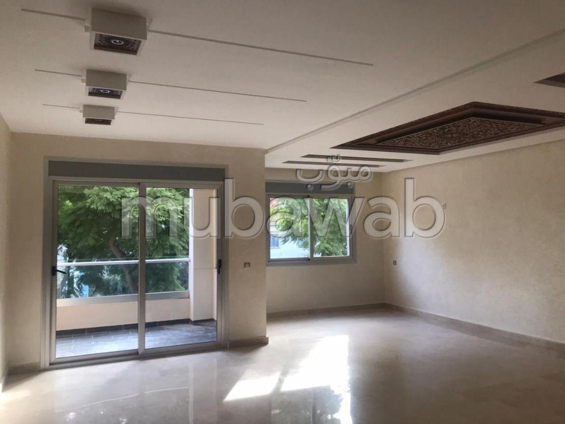 شقة جميلة للبيع بطنجة. المساحة 200 م². مصعد وشرفة.