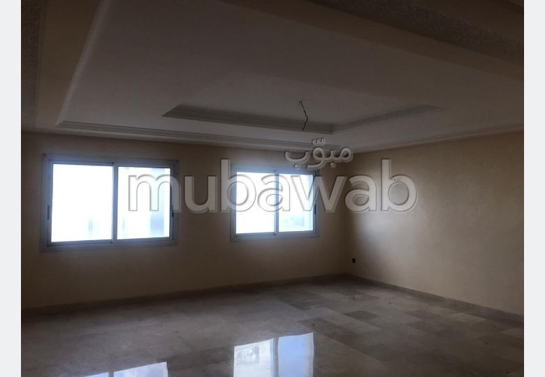 Apartment to purchase. Dimension 183 m². Parking spaces and terrace.
