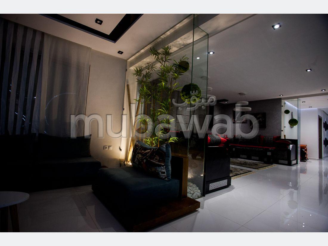 شقة جميلة للبيع بفاس. 3 قطع رائعة. نوافذ مع زجاج مزدوج وباب آمن.
