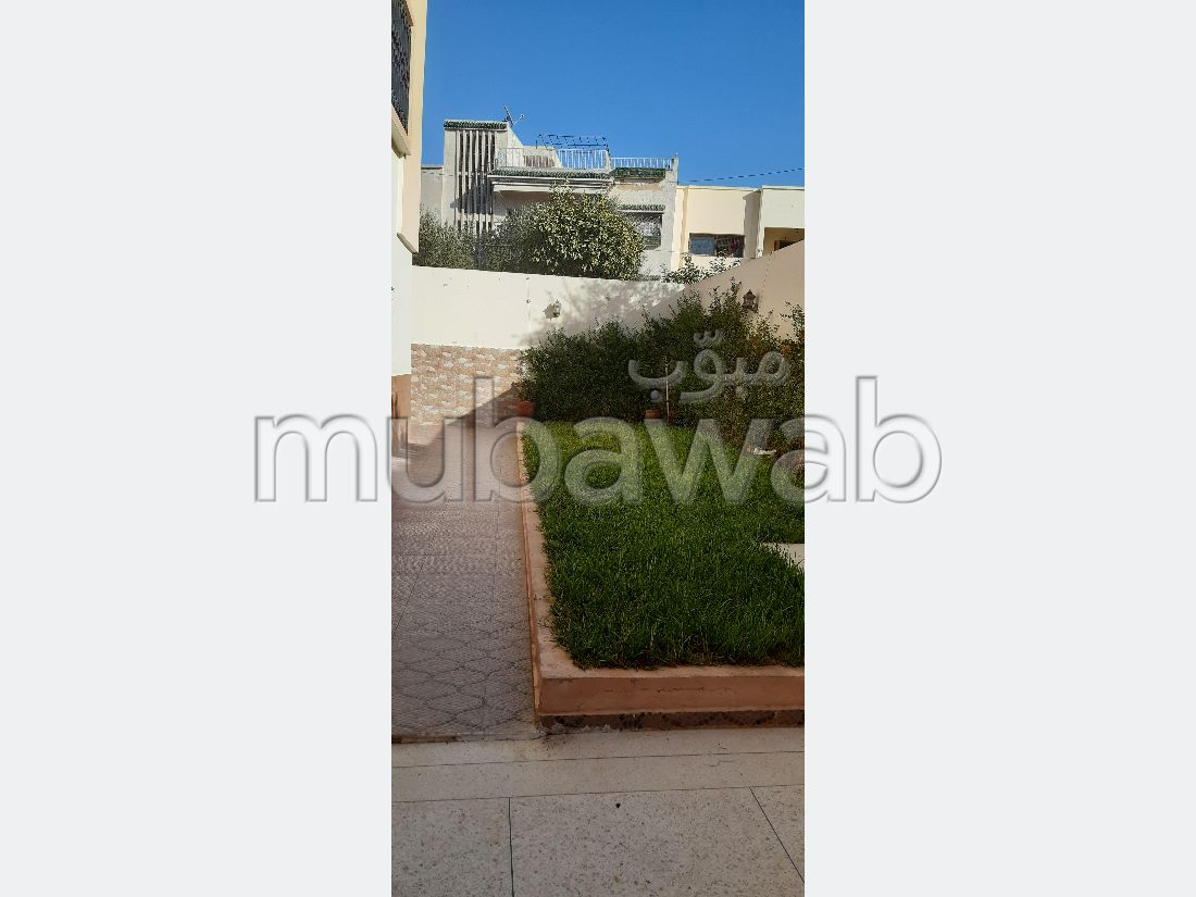 Apartment to purchase. 3 beautiful rooms. Garden and garage.