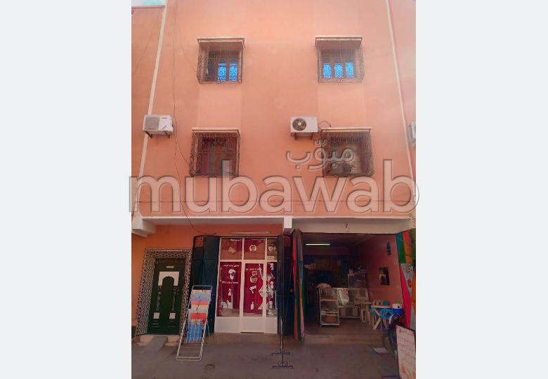 Maison à l'achat à Marrakech. 4 pièces confortables. Parking et terrasse