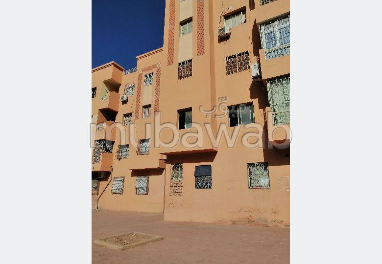 Busca pisos en venta. Superficie 60 m². Residencia con conserje.
