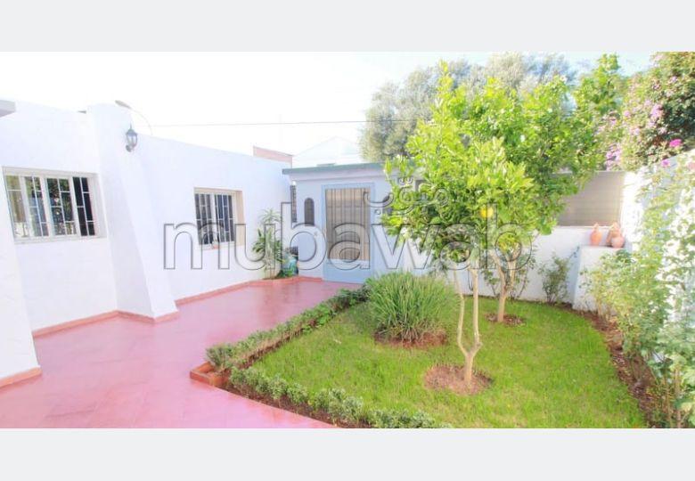 Splendide villa à vendre à Casablanca. 4 belles chambres. Salon traditionnel, antenne parabolique générale