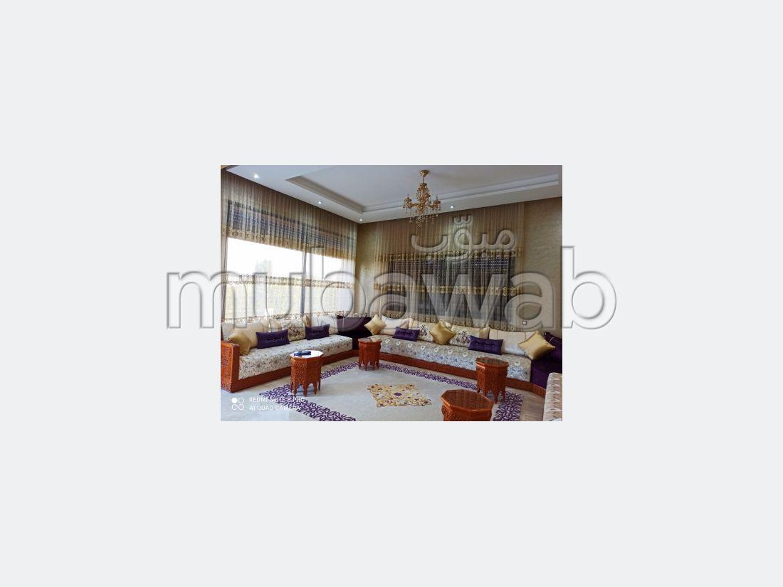 Magnífica villa en venta. 4 dormitorios. Chimenea funcional, residencia con piscina.