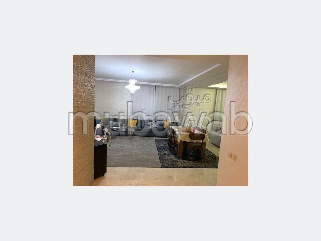 شقة رائعة للبيع ببوسكورة. 5 قطع كبيرة. إقامة بالبواب ، ومكيف هوائي.