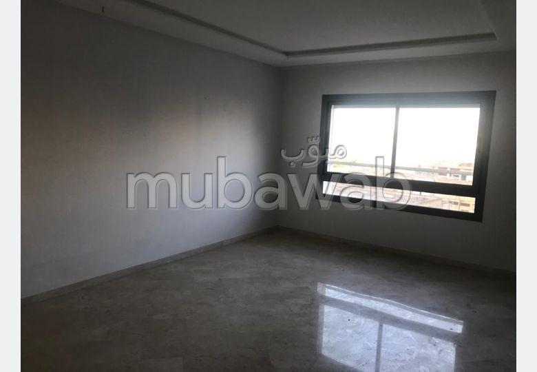 شقة رائعة للإيجار بطنجة. المساحة الكلية 90.0 م². مصعد وأماكن وقوف السيارات.