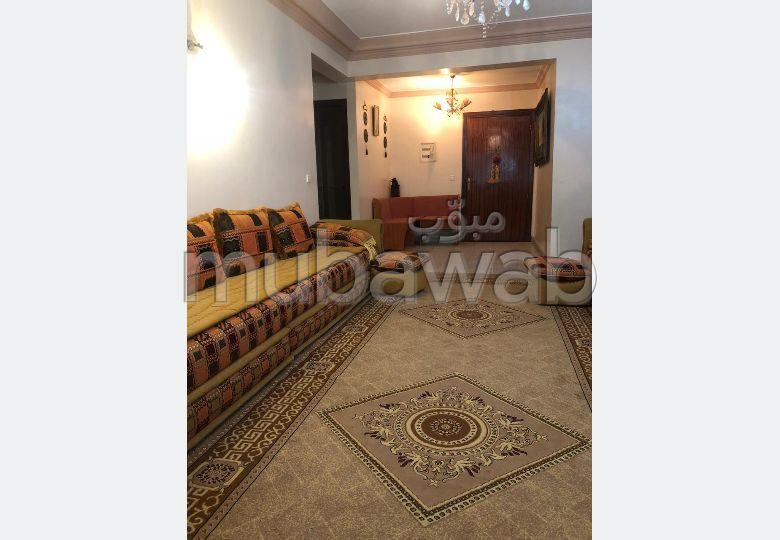 منزل جميل جدا للبيع بالدارالبيضاء. 6 غرف. أماكن وقوف السيارات وشرفة.