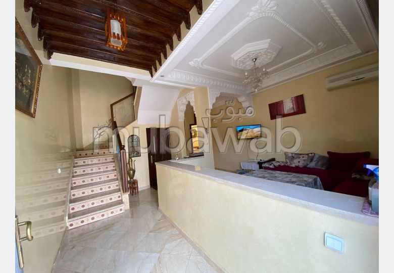 House for sale. Large area 81.0 m². European living room.