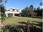 منزل فخم للبيع بالرباط. المساحة الكلية 2600.0 م². موقف السيارات وشرفة.