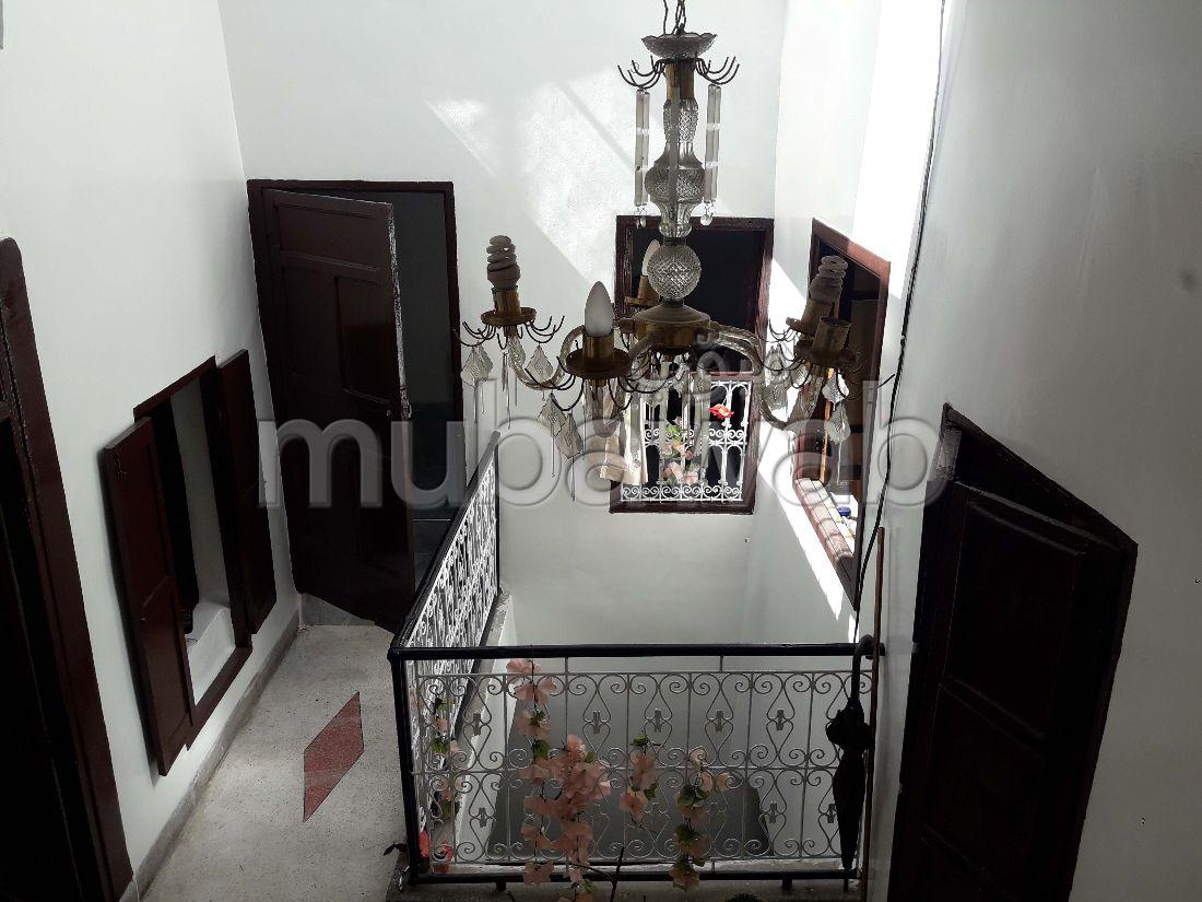 Se vende casa. 5 Sala común. Típico salón marroquí, residencia segura.
