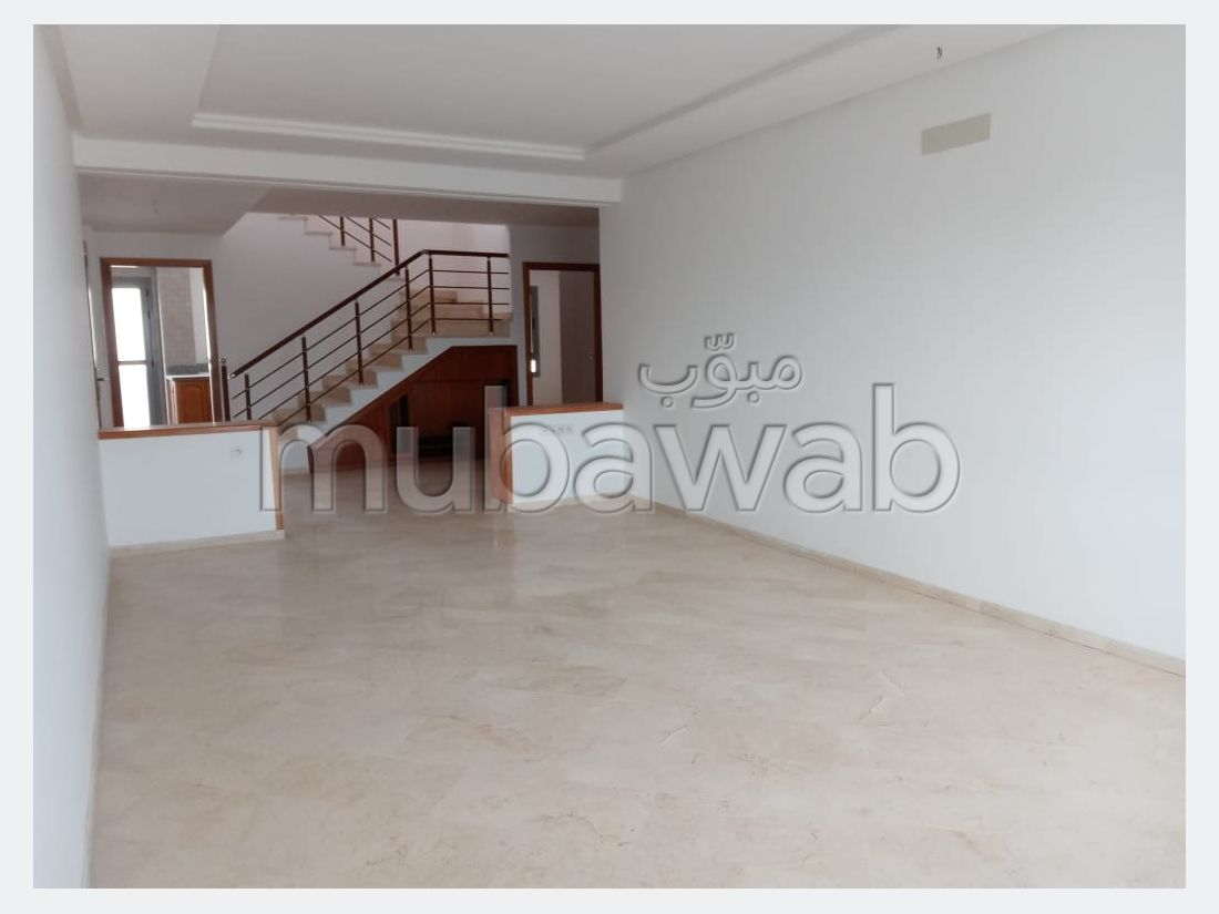 High quality villa for sale. 5 living areas. With Lift, Carpark.