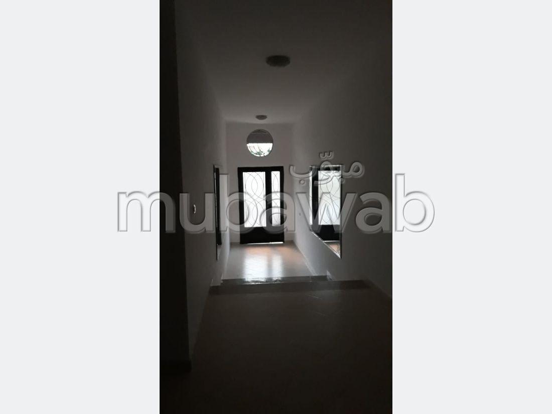 Appartement en vente à Tanger. 3 grandes pièces. Concierge