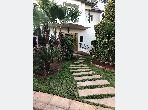 Maison à vendre 830m dans une résidence fermée sécurisée seulement 14 villas à Casablanca, quartier Californie et très bien située. A découvrir