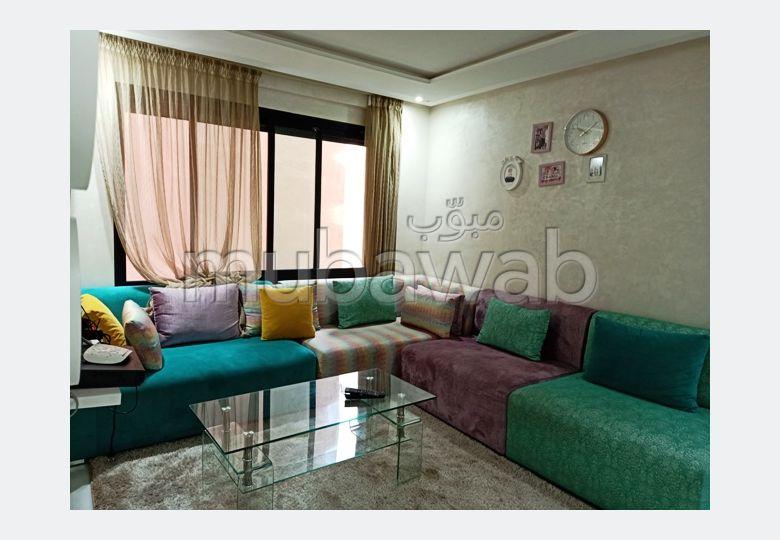Piso en venta. Área total 40.0 m². Conserje disponible, sistema de aire condicionado.