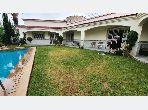 منزل ممتاز للبيع بالدارالبيضاء. المساحة الكلية 874.0 م². صالة تقليدية ونظام طبق الأقمار الصناعية.