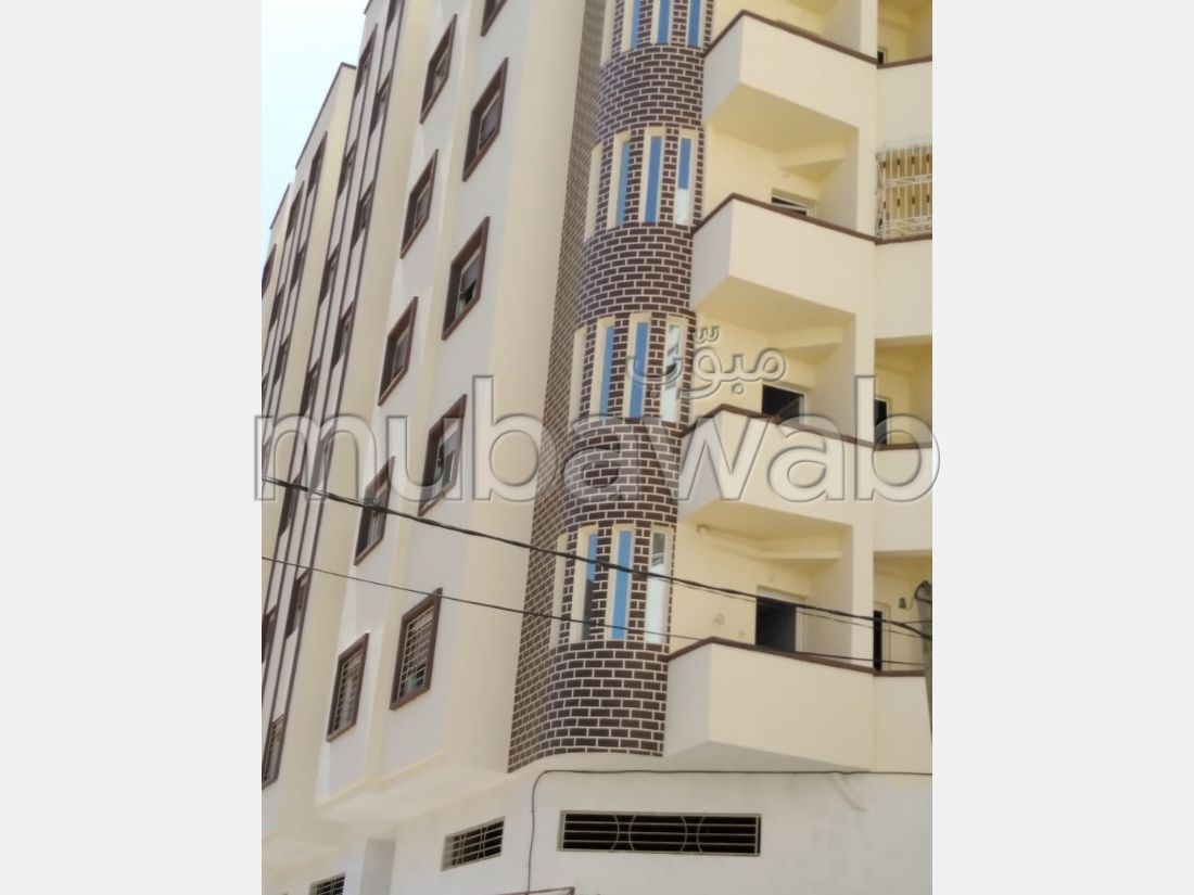 Find an apartment to buy. 2 beautiful rooms. Secured neighbourhood.