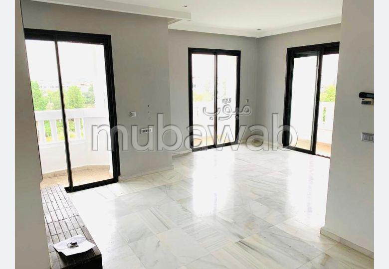 بيع شقة ببوسكورة. 3 غرف ممتازة. مع مصعد وشرفة.