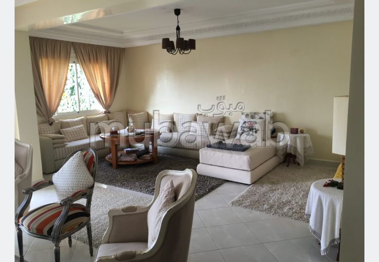 Apartment to purchase. Area 198.0 m². Air conditioning and fireplace.