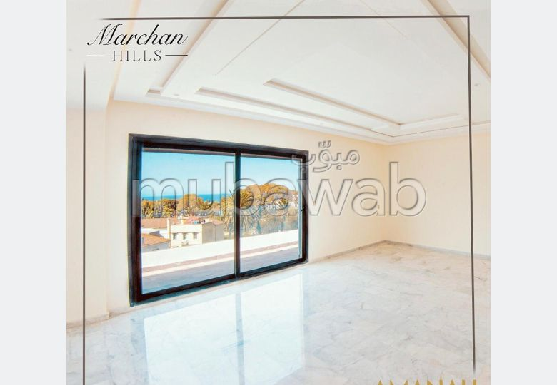 Fabulous apartment for sale. 3 large rooms. Carpark, Balcony.