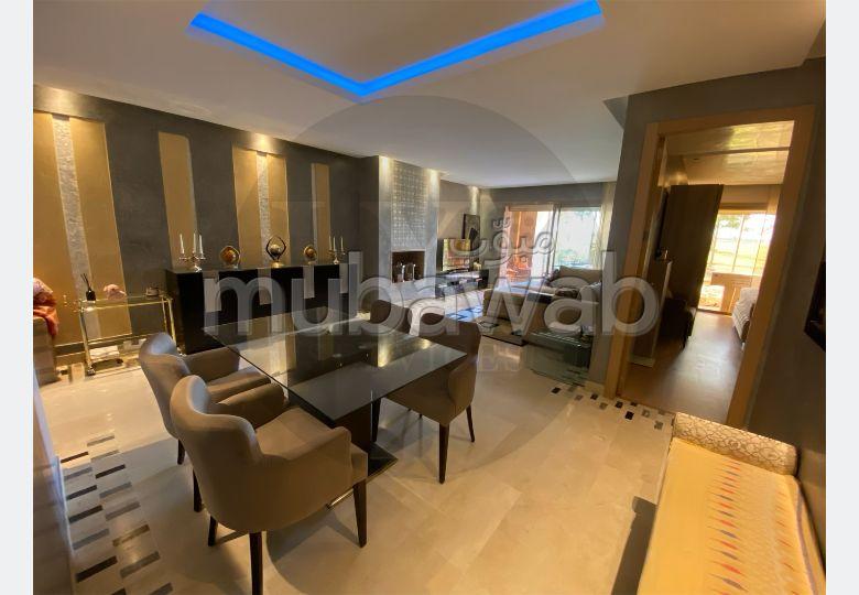 شقة للشراء بمراكش. المساحة الإجمالية 120.0 م². مدفأة ومكيف الهواء.