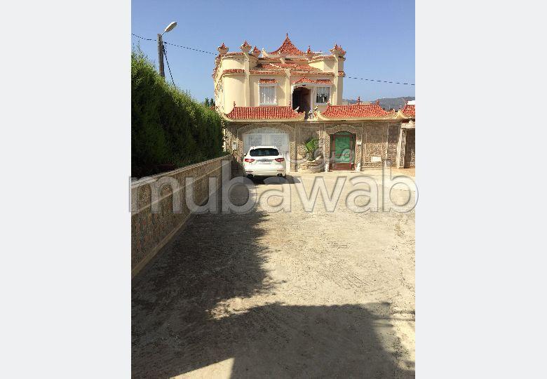 Location villa de luxe à Tanger. Superficie 1500 m². Meublée.
