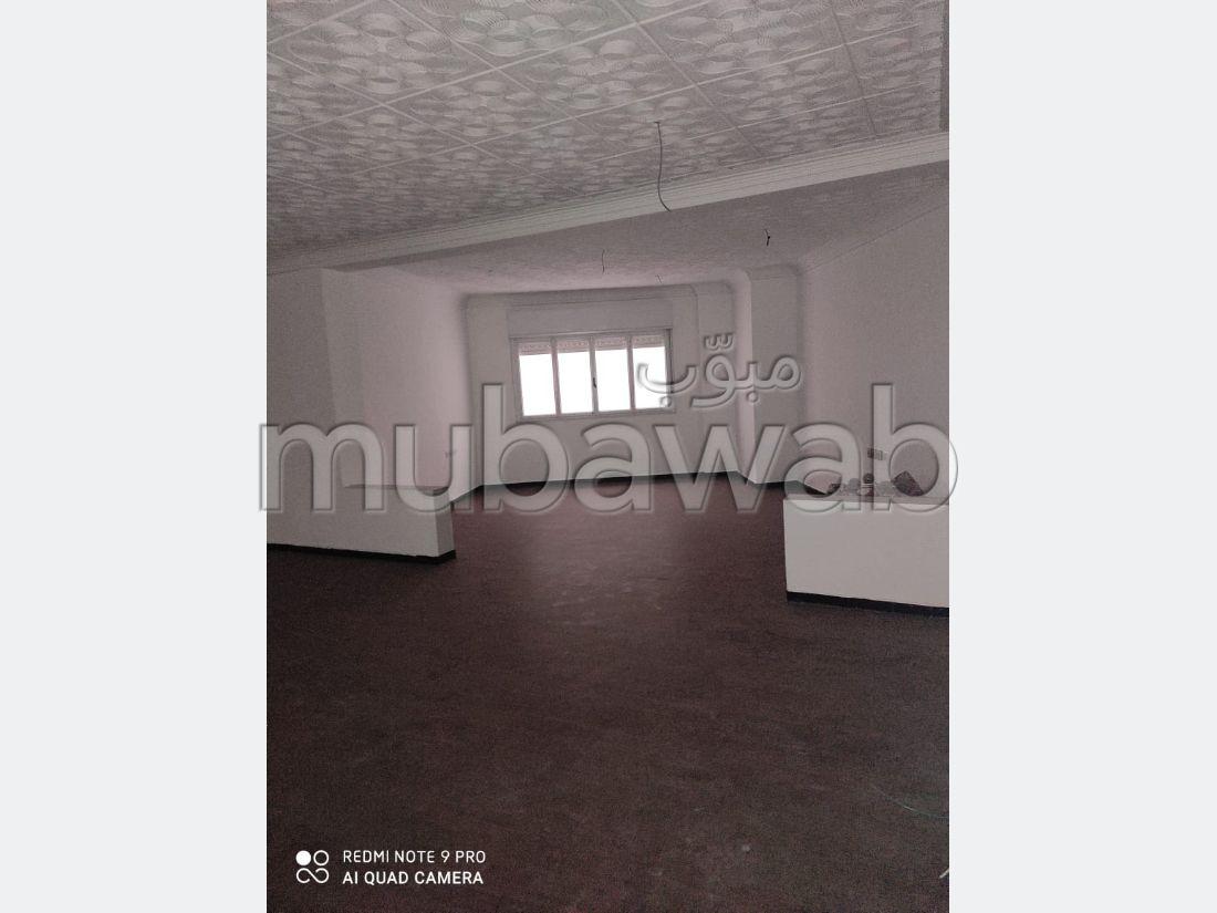 Oficinas en venta. Área total 102 m². Aislamiento térmico y acústico, puerta de seguridad.