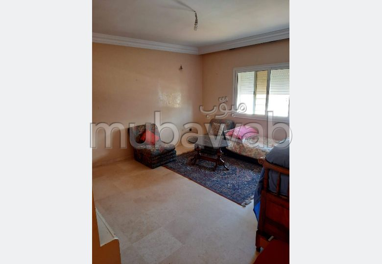 High quality villa for sale. 4 Master bedroom. Usable fireplace, Integrated air conditioners.