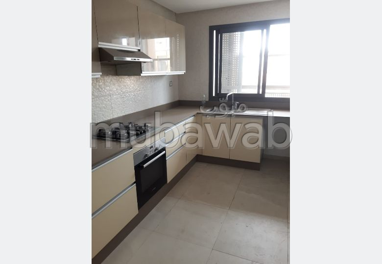 Apartment for rent. Small area 92.0 m². Lift and parking.