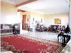 منزل فاخر للإيجار بالدارالبيضاء. 6 قطع كبيرة. شرفة جميلة وحديقة.