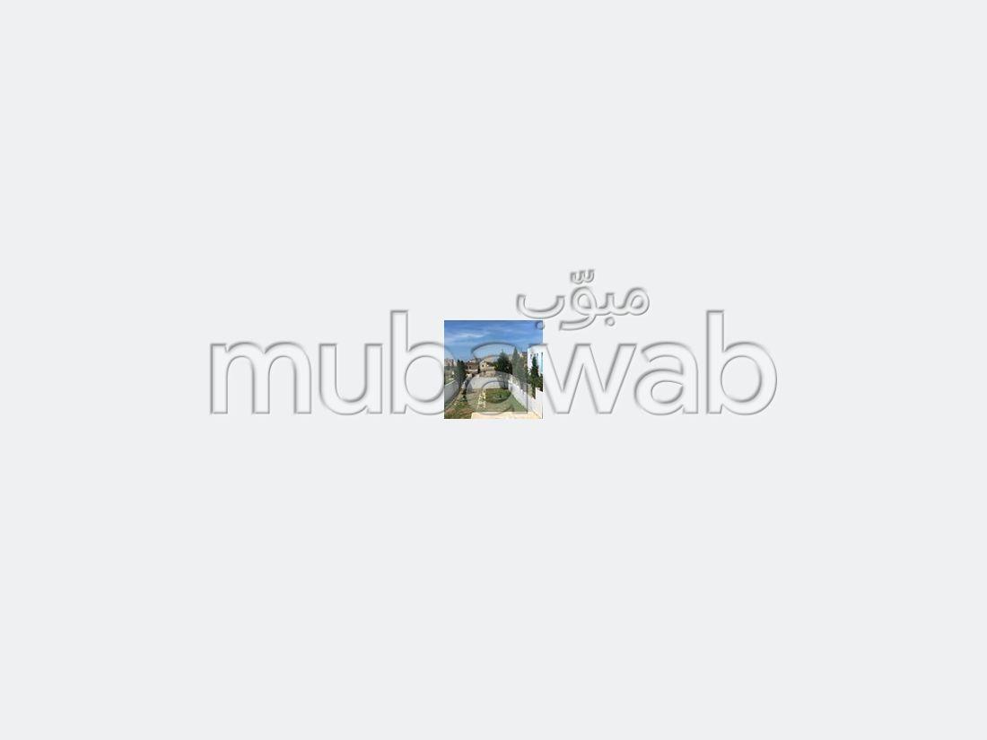 شقة رائعة للبيع بطنجة. المساحة الإجمالية 860.0 م². مساحة خضراء.